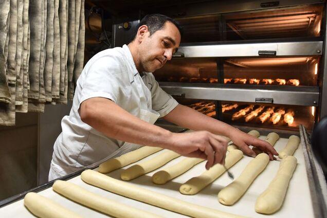 Випікати багети набагато легше, ніж звичайний хліб