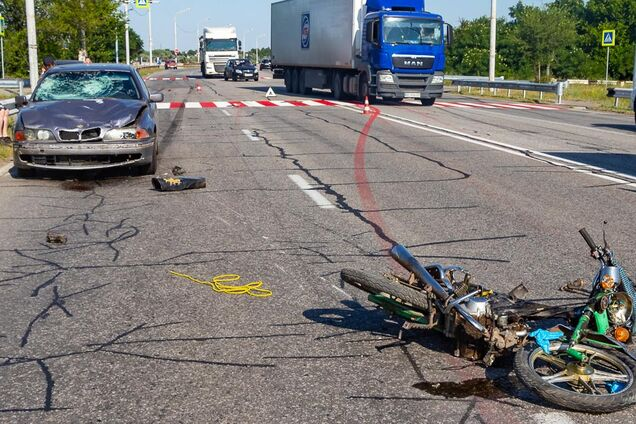 У Дніпрі автомобіль збив мотоцикліста