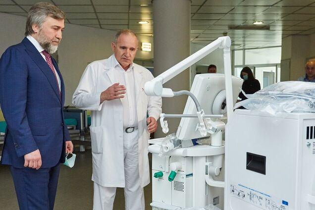 Фонд Новинського передав обладнання та засоби захисту медикам Миколаєва
