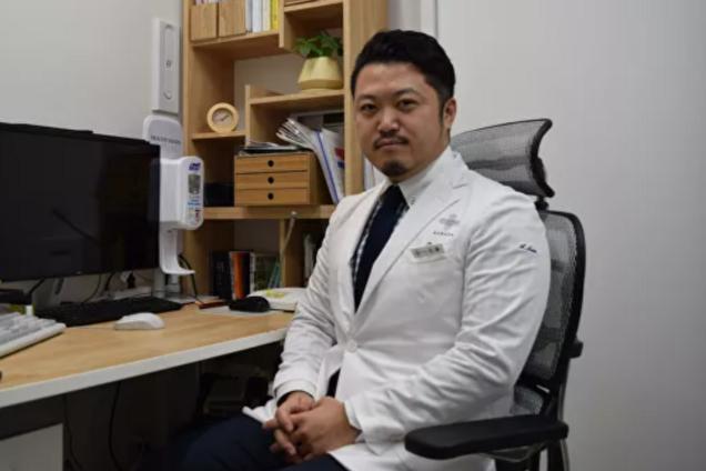 Лікар Акіхіро Сато