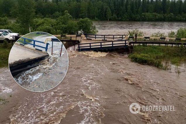 Сильний паводок зруйнував мости в Красноярському краї