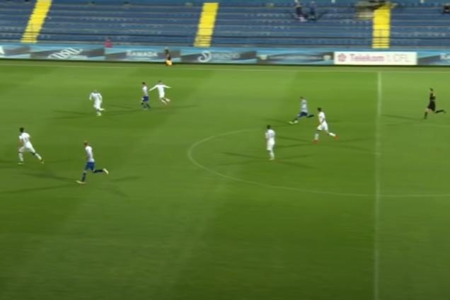Милош Раичкович перебросил голкипера ударом с центра поля