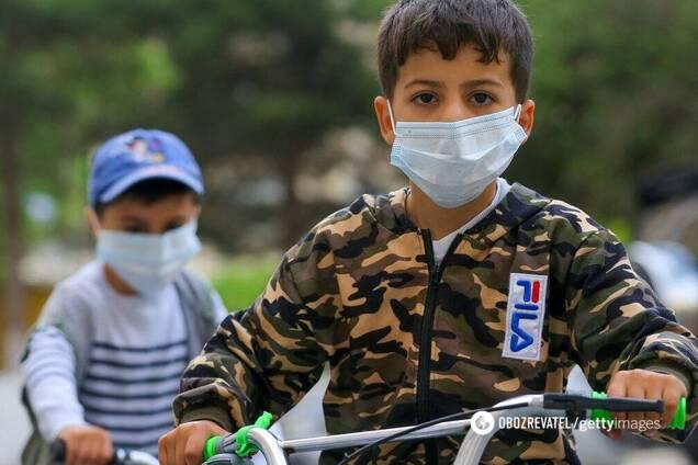 Педиатр рассказала об опасности ношения маски детьми