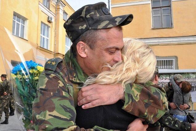 Зустріч воїна ЗСУ з близькими після війни