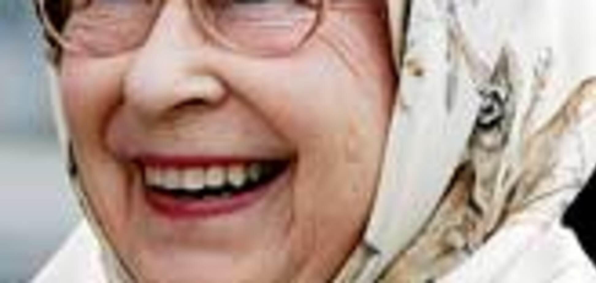 Королева Британії копіює стиль українських бабусь