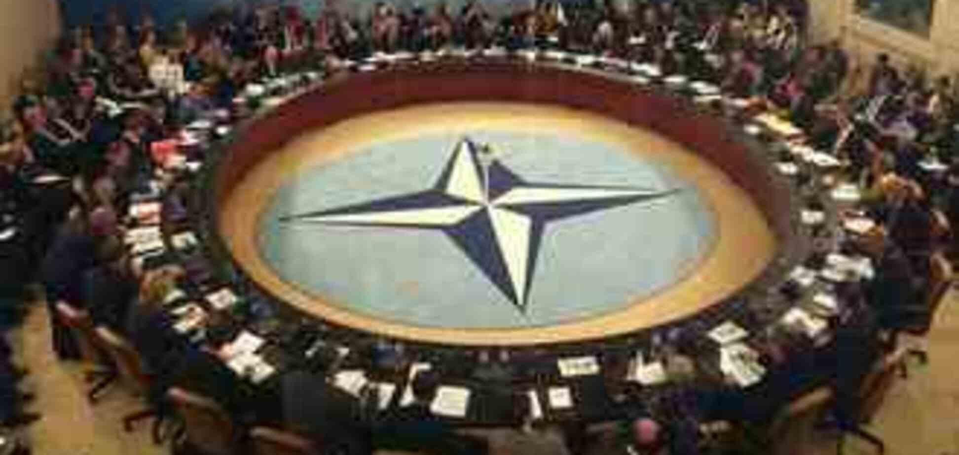 НАТО відновлює політичний діалог з Росією