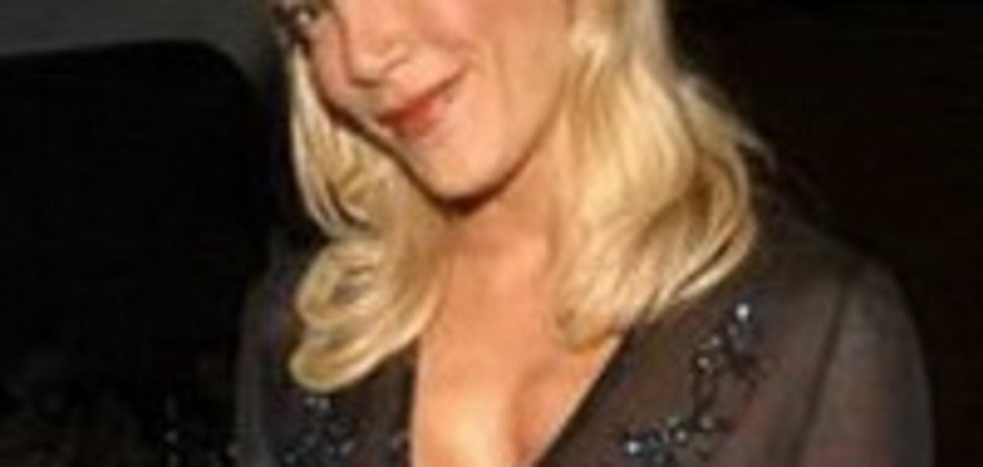 Які грудей в Голлівуді? Прозорі блузки і засвети