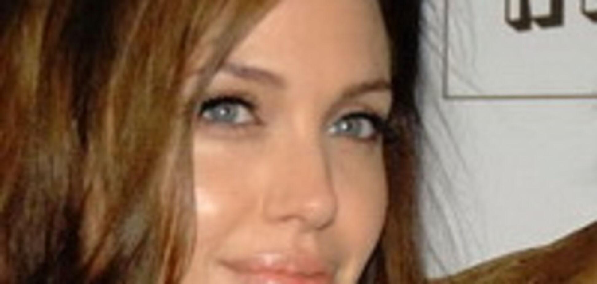 Анджеліна Джолі і вагітний пуз