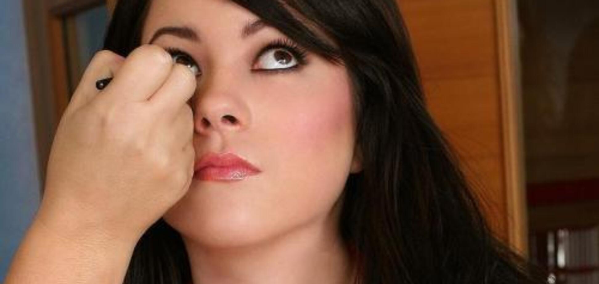 Дівчина благала: Подивись мені в очі ... ну подивися ж!