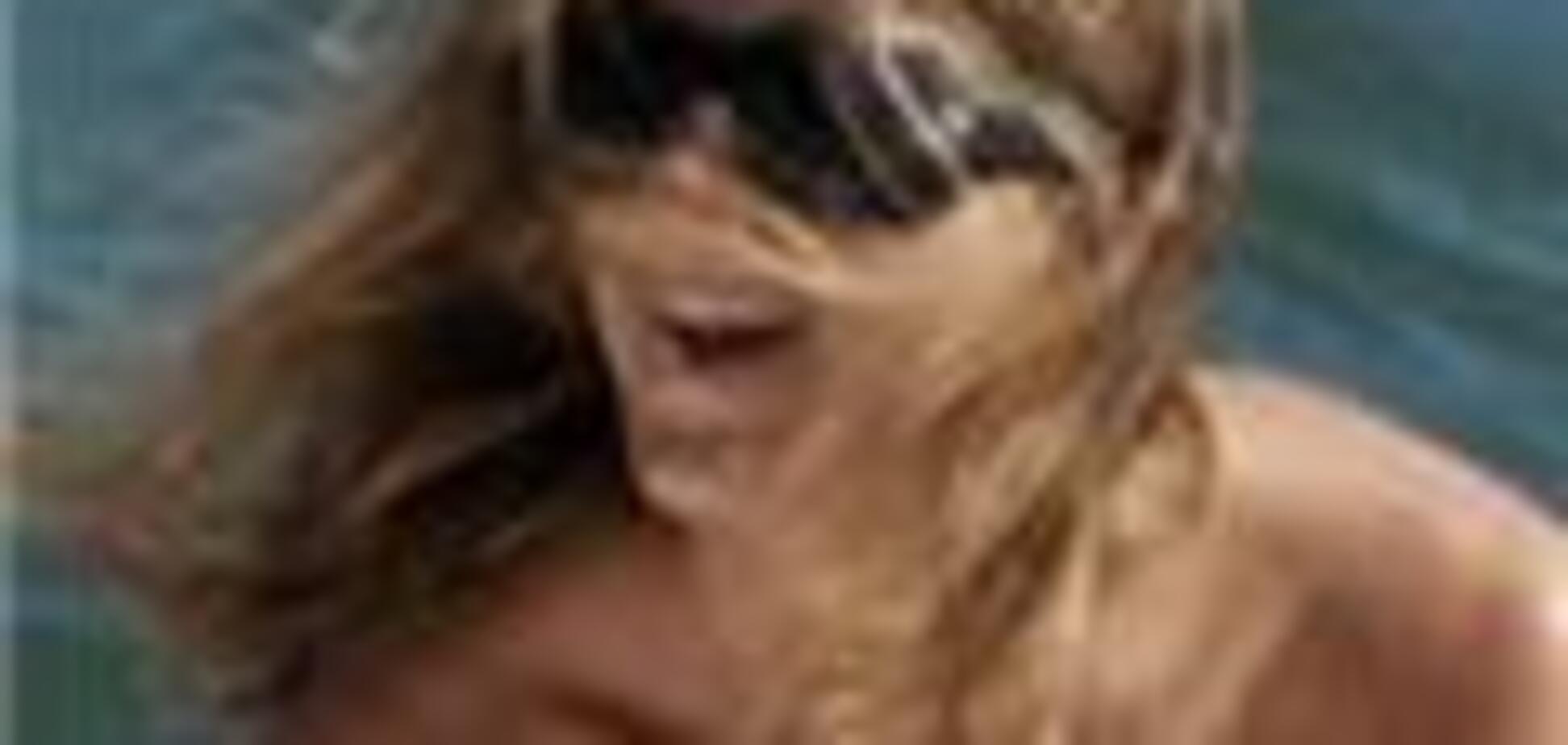 Дженніфер Еністон - бікіні і двоспальний шезлонг
