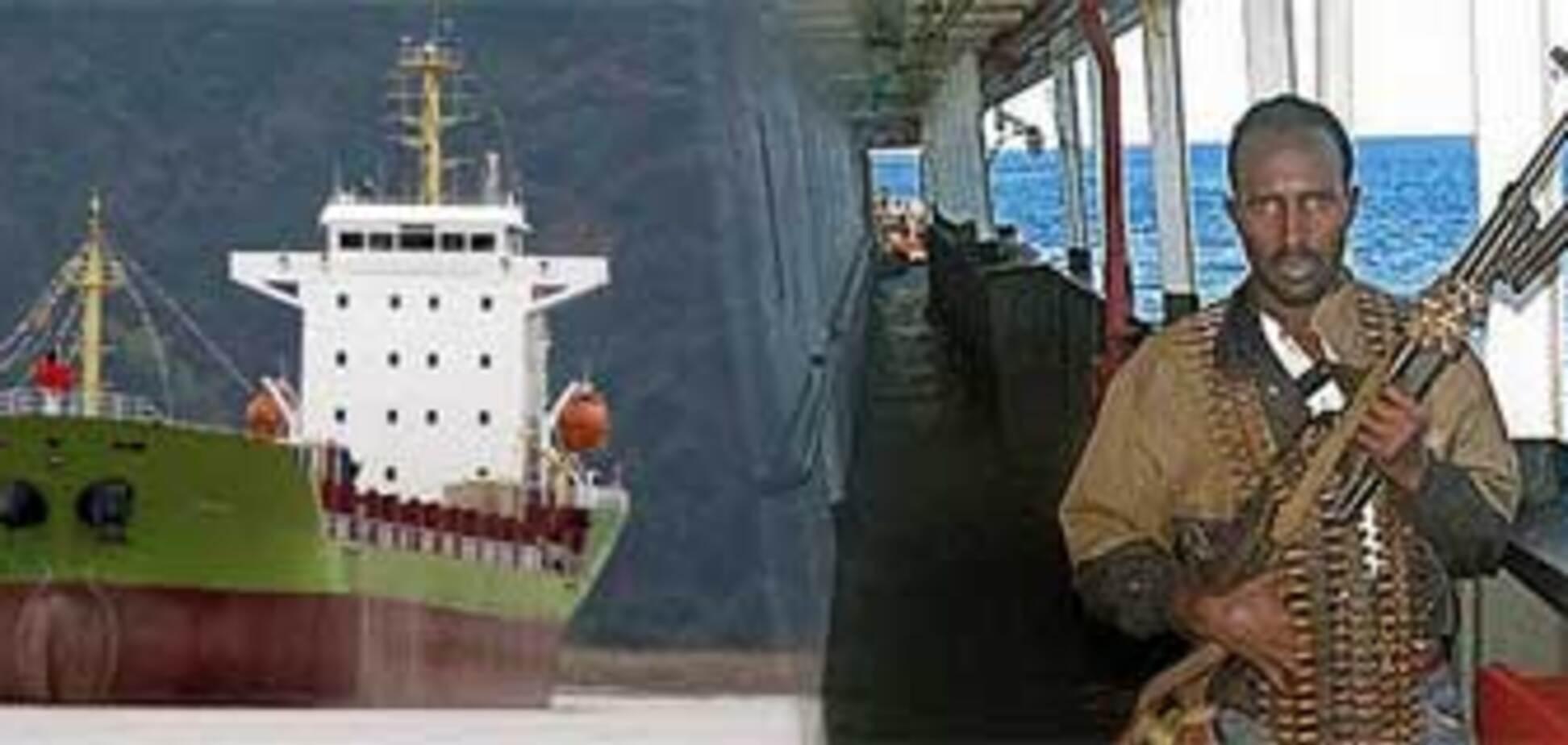 Сомалийские пираты удерживают украинцев уже третью неделю