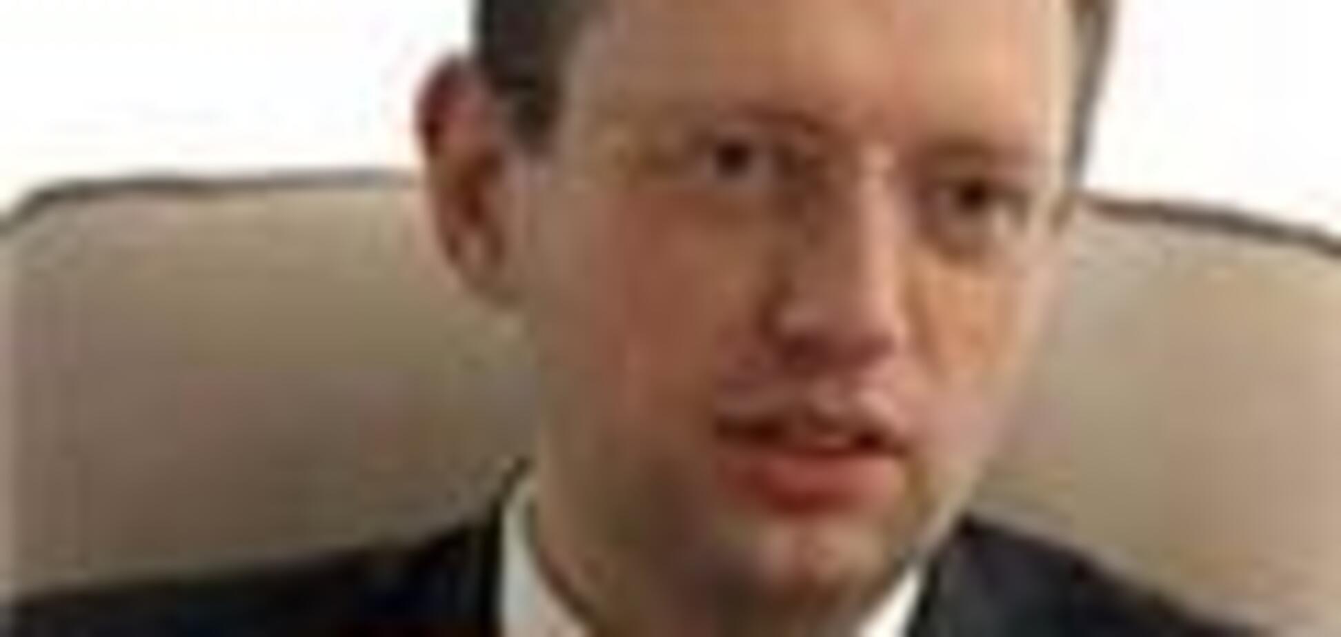Яценюк презентував в Острозі свої 'таємниці'