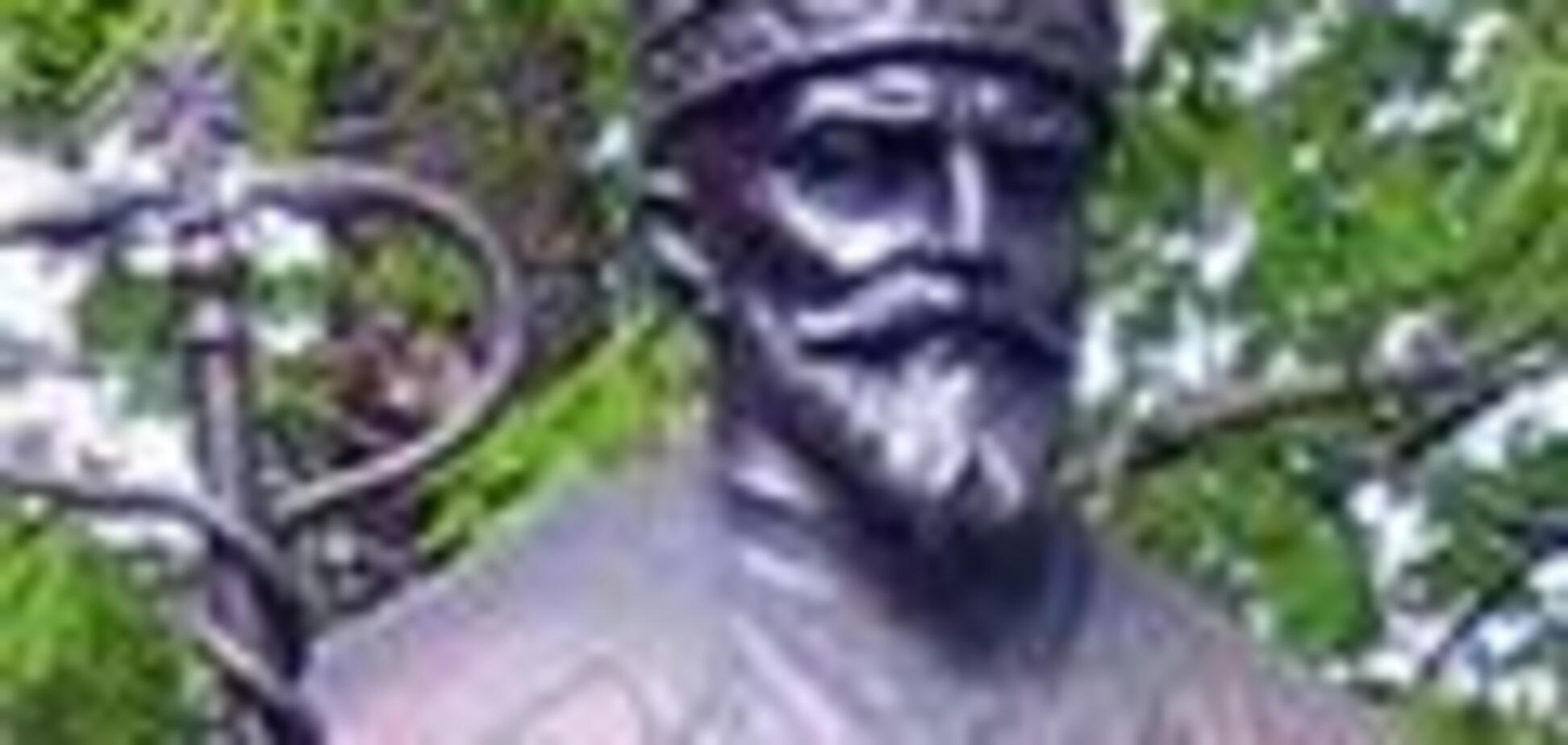 Пенсіонери знищили меморіальну дошку патріарха