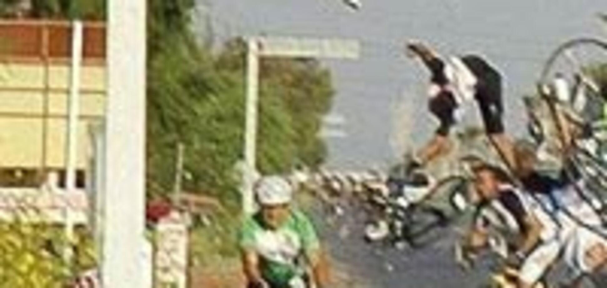 Наркоман на повній швидкості врізався в велосипедистів