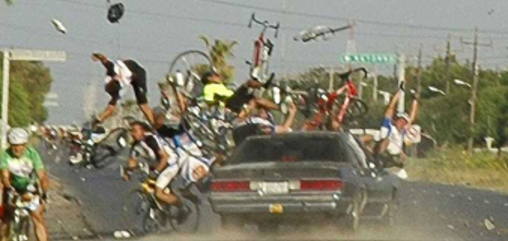 П'яний водій врізався в групу велосипедистів