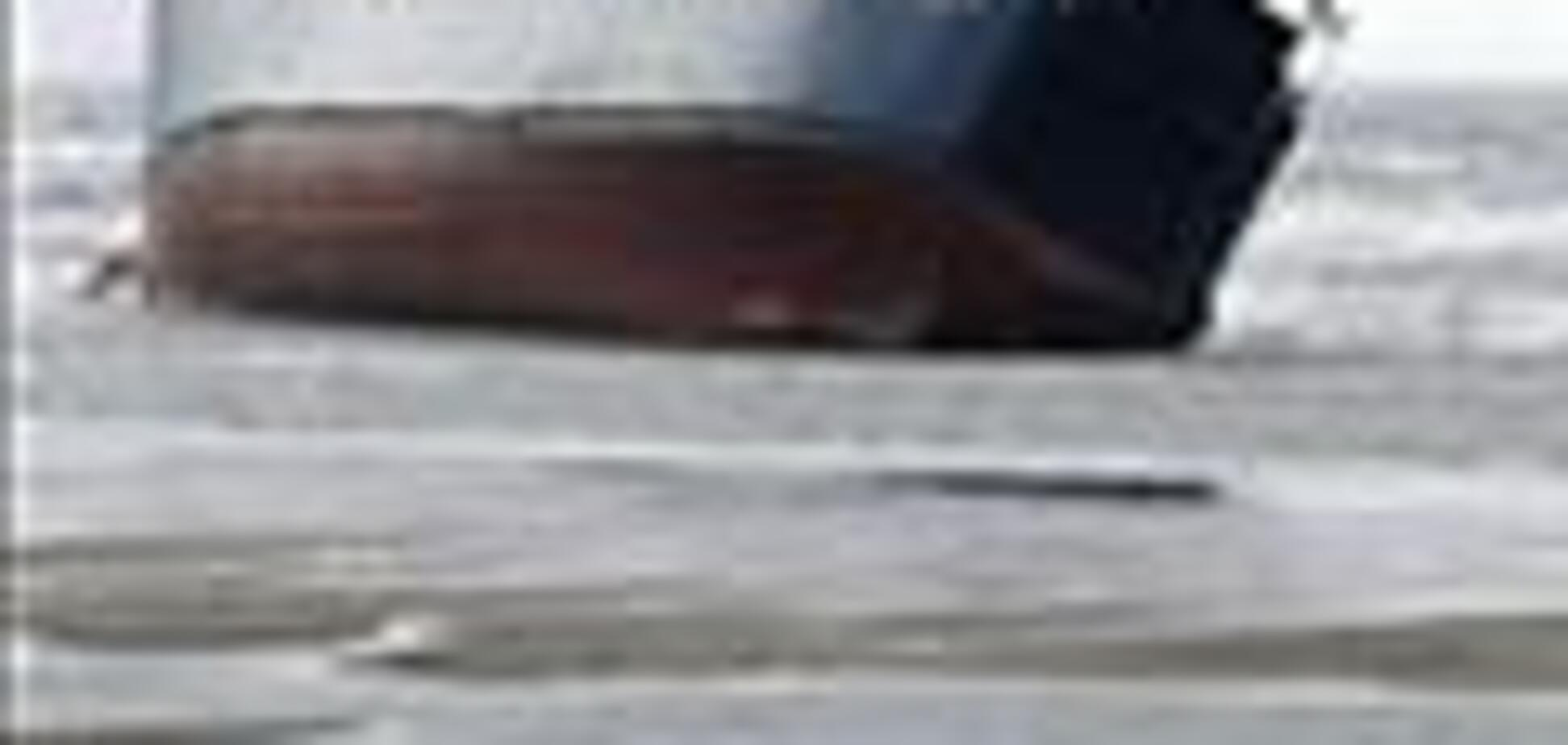 Судно терпит крушение в Каховском водохранилище