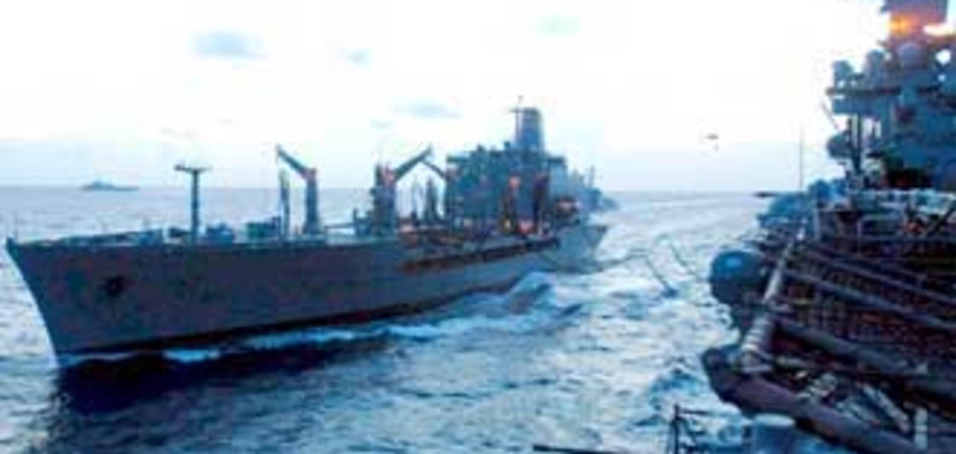 На помощь тонущим украинцам вышел американский корабль