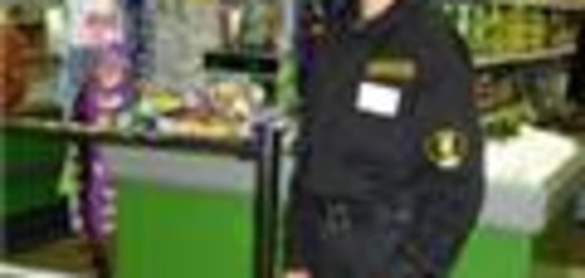 Охрана полчаса удерживала людей в супермаркете