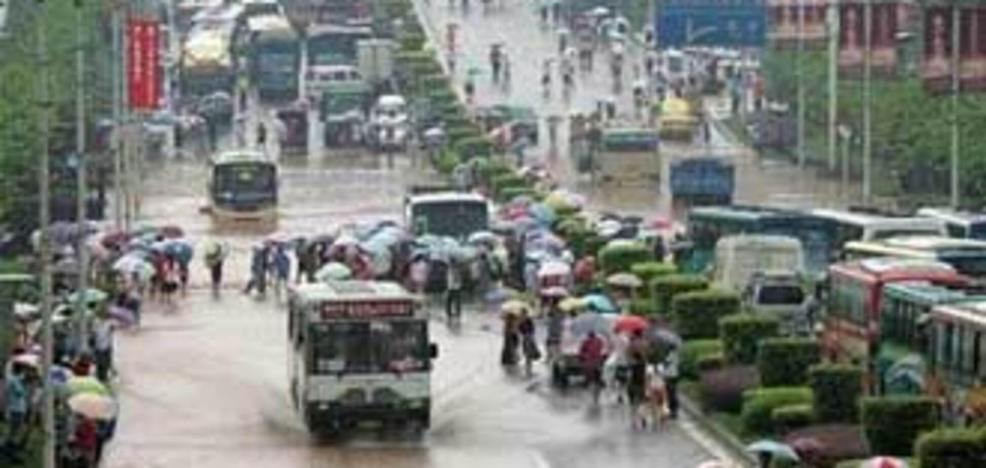 Ливни в Китае привели к эвакуации 12 тысяч жителей