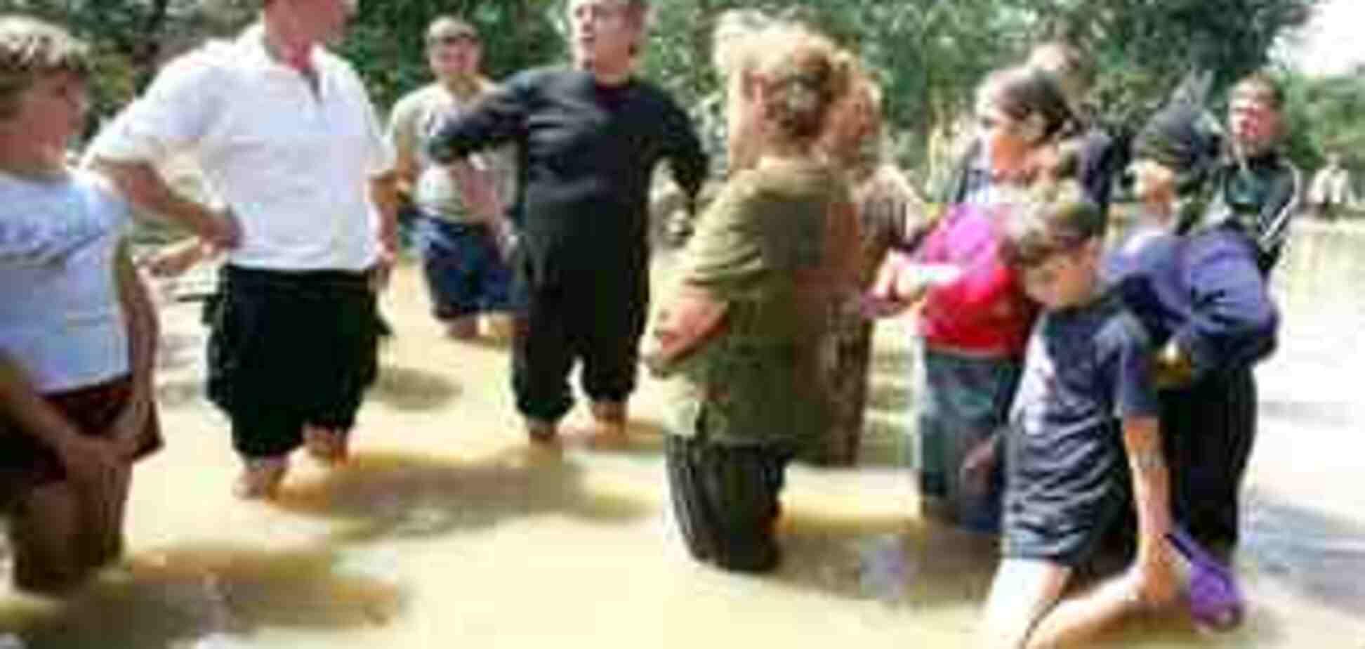 Ющенко пообщался с жителями затопленных районов