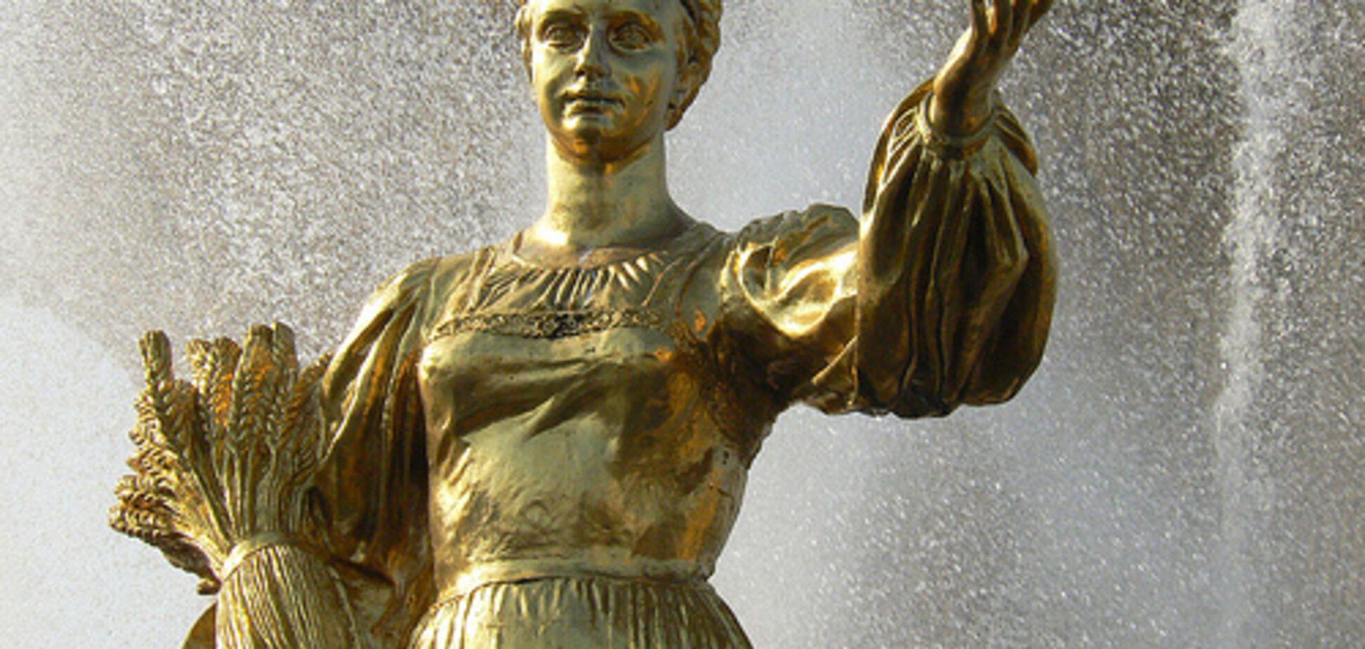 Москва. ВДНХ. Цей пам'ятник називають 'Москвичам від ЄЕСУ'