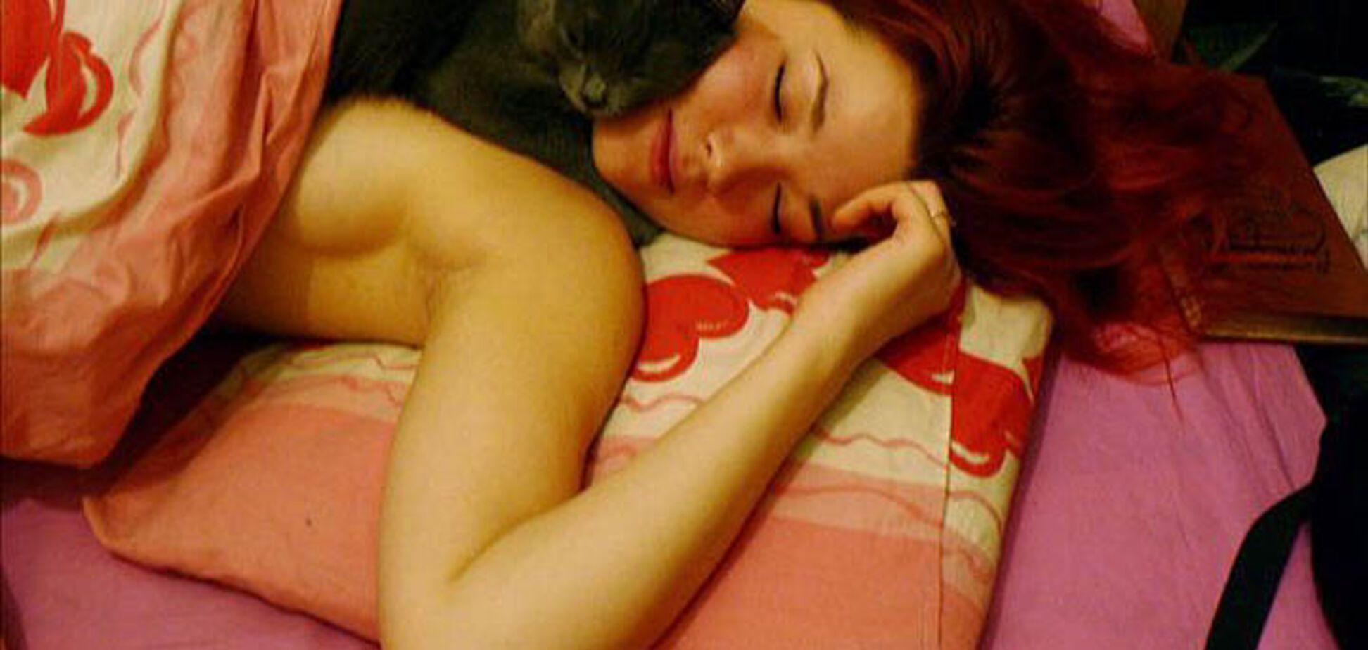 Для затравки - кицька сплячої дівчини