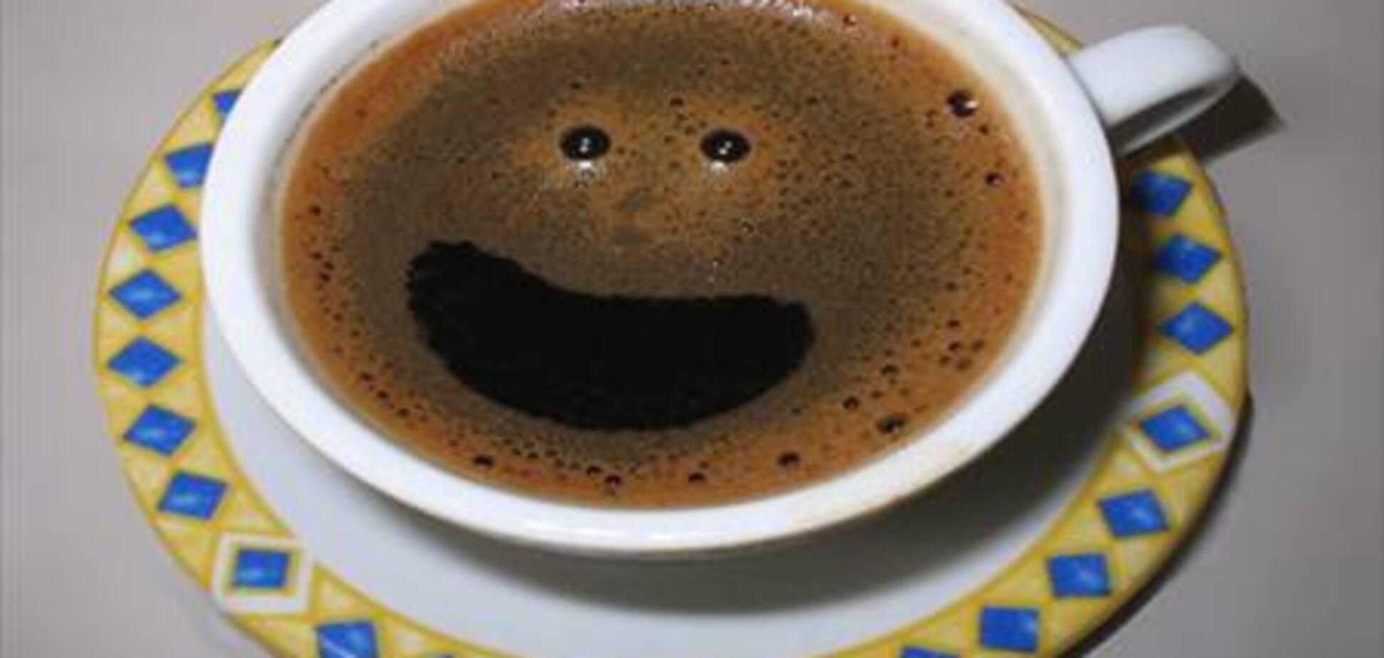 - Доктор, когда я пью  кофе, я ночью не могу спать. - Смешно, а у меня как раз наоборот! - Как? - Когда я ночью сплю, я не могу пить кофе!
