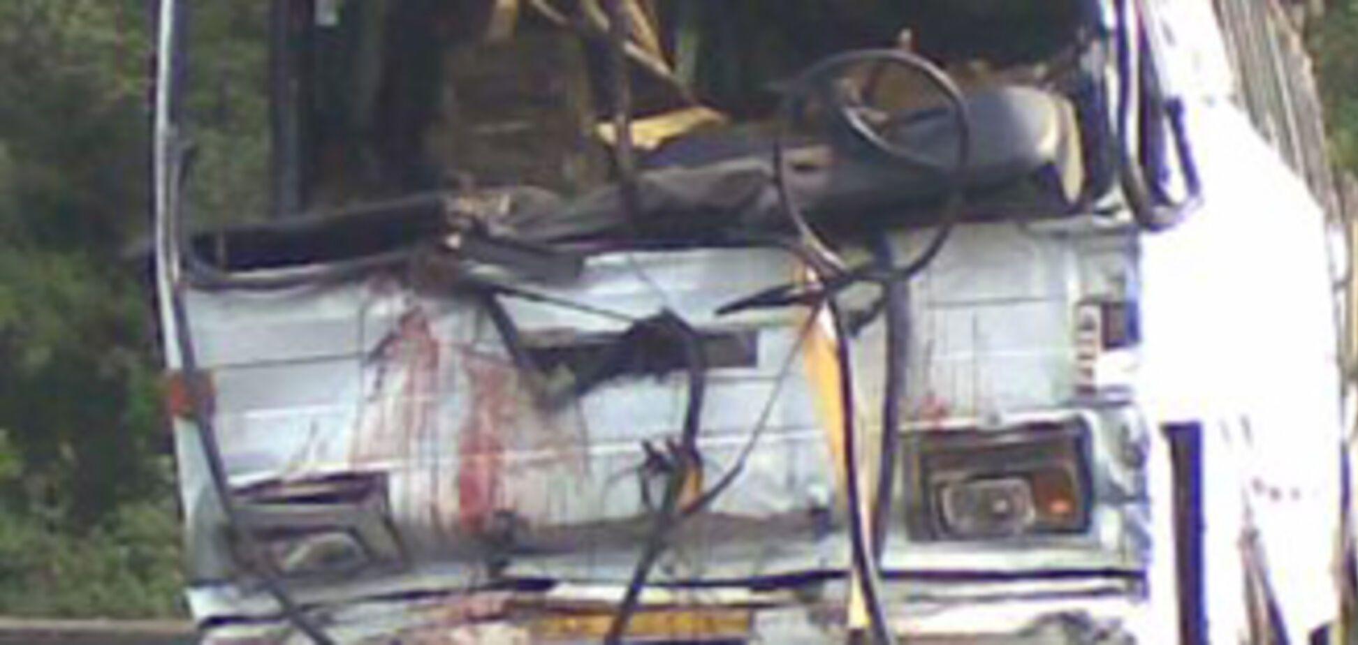 Перекинувся автобус: 12 людей загинули