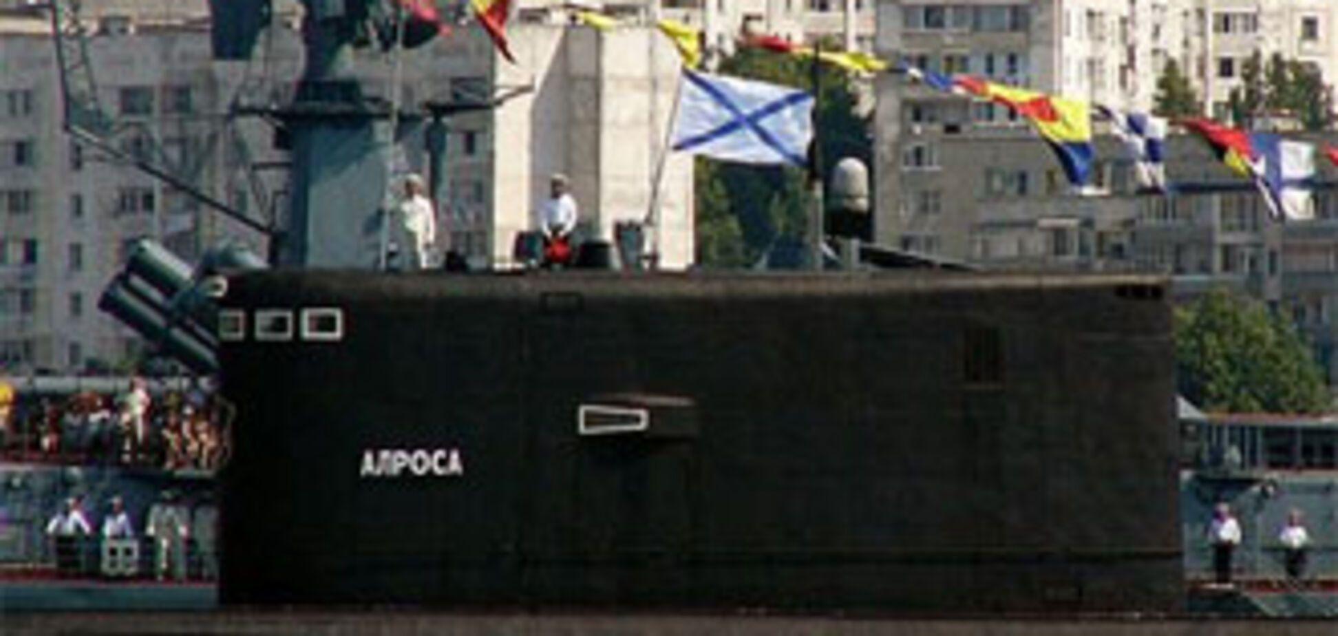 Російський підводний човен в Чорному морі передає SOS