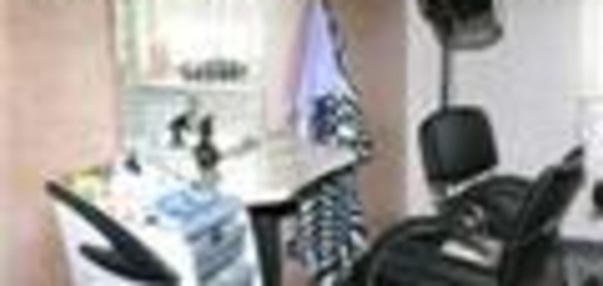 Фарба для волосся вбила клієнтку перукарні на місці