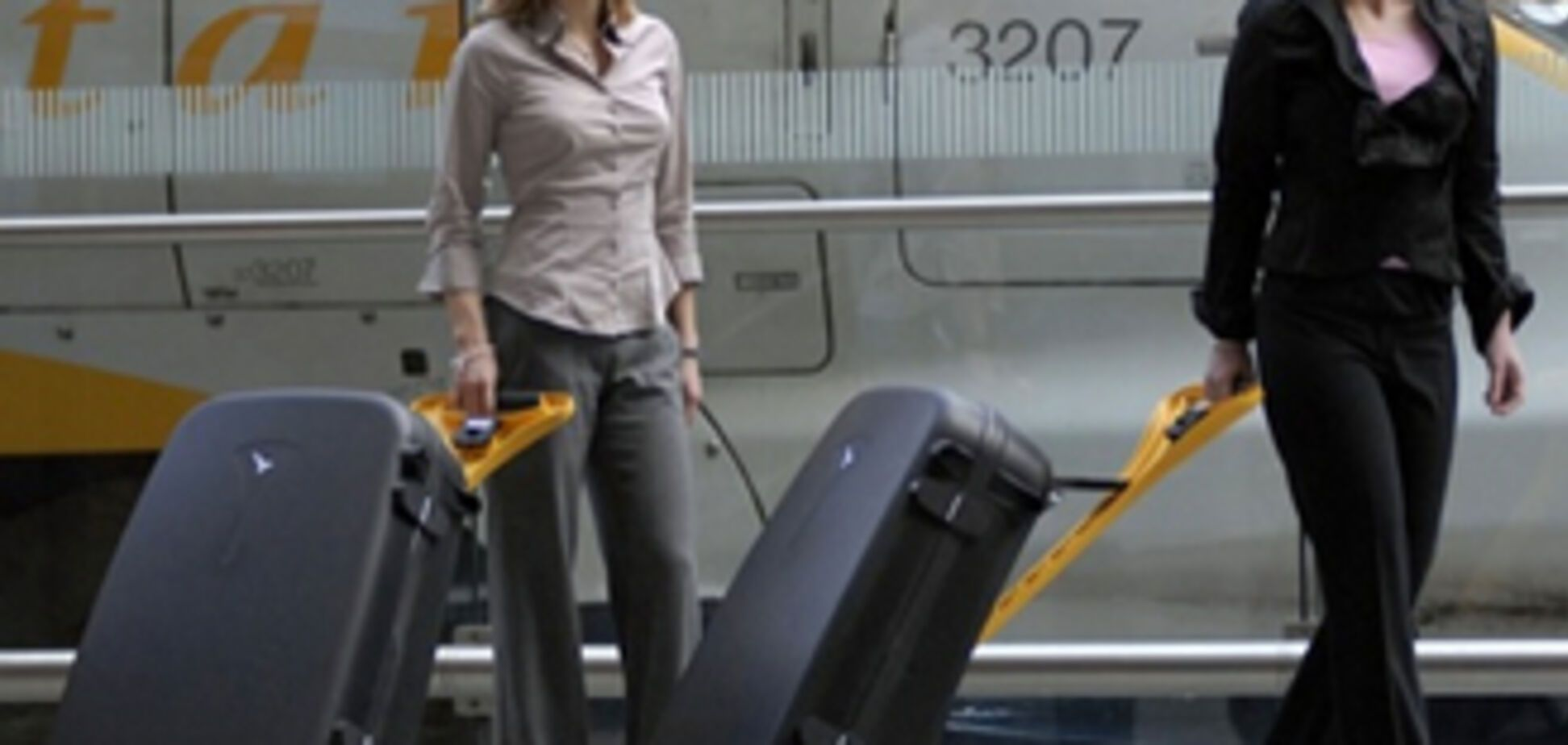 Пара вкрала з аеропортів тисячі сумок