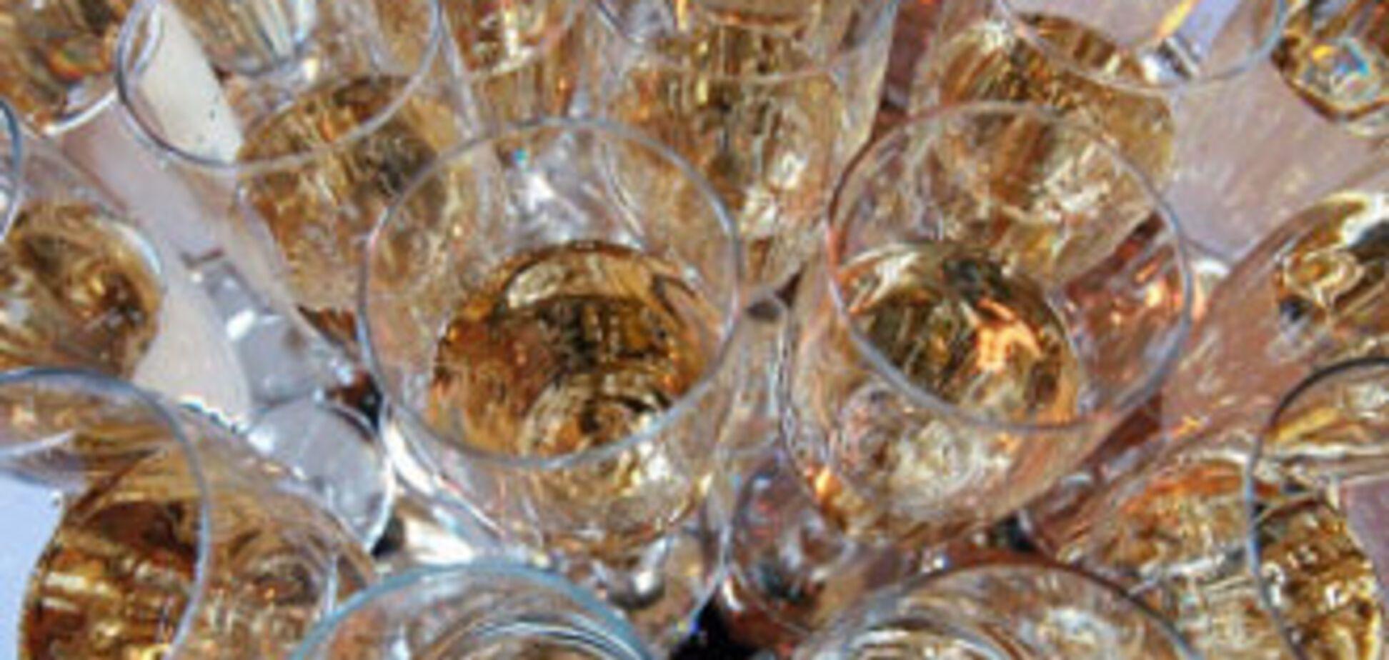 Президента судят за распитие шампанского
