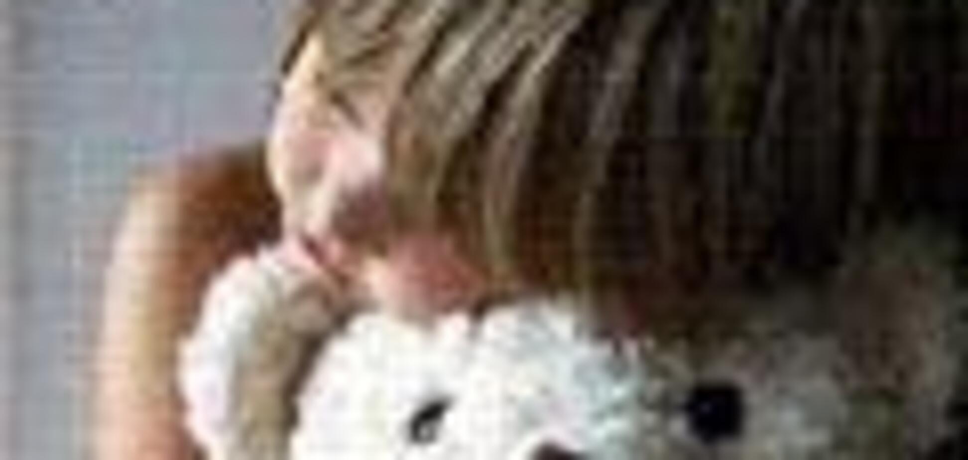 Викрадену у Франції дівчинку передали батькові