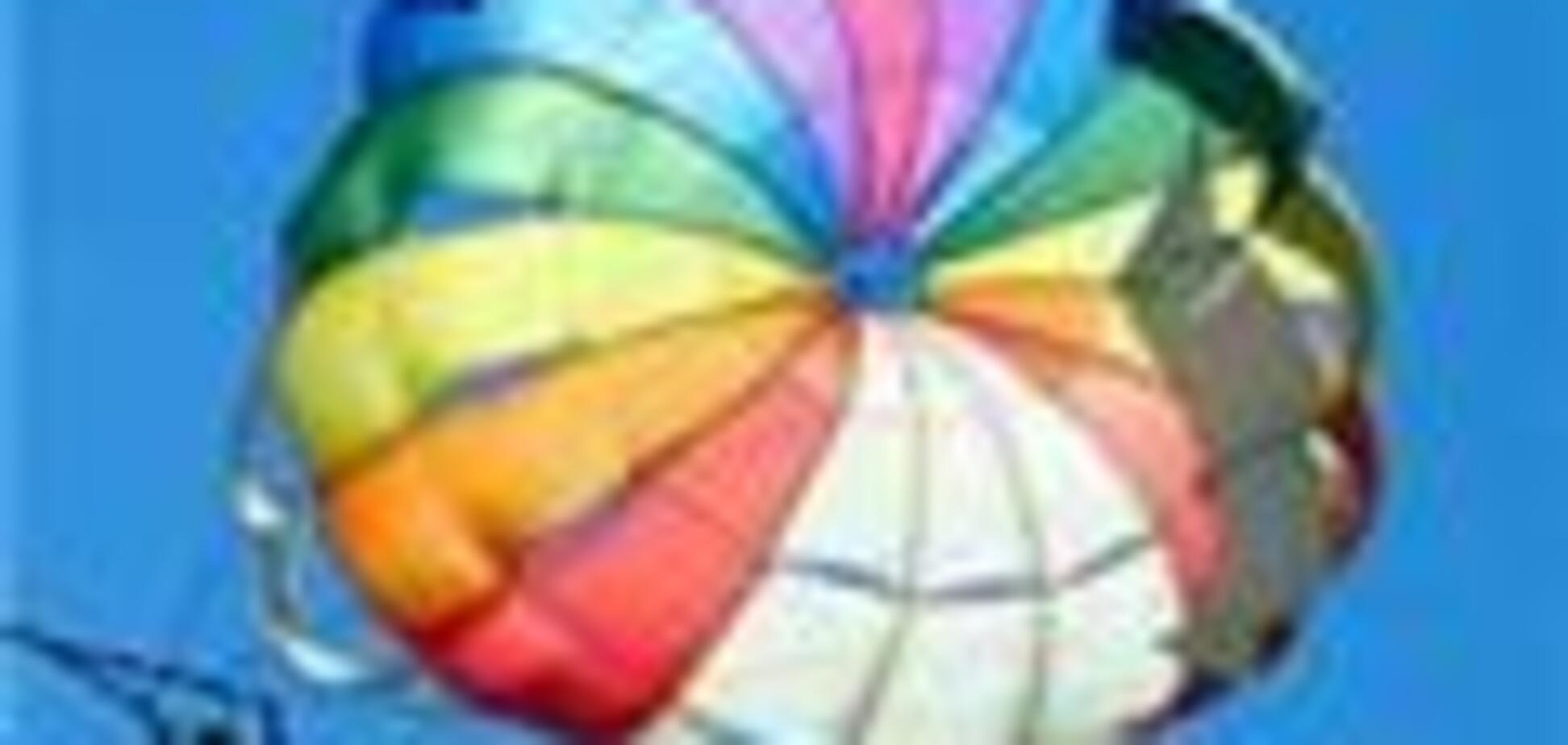 Під Харковом розбився парашутист