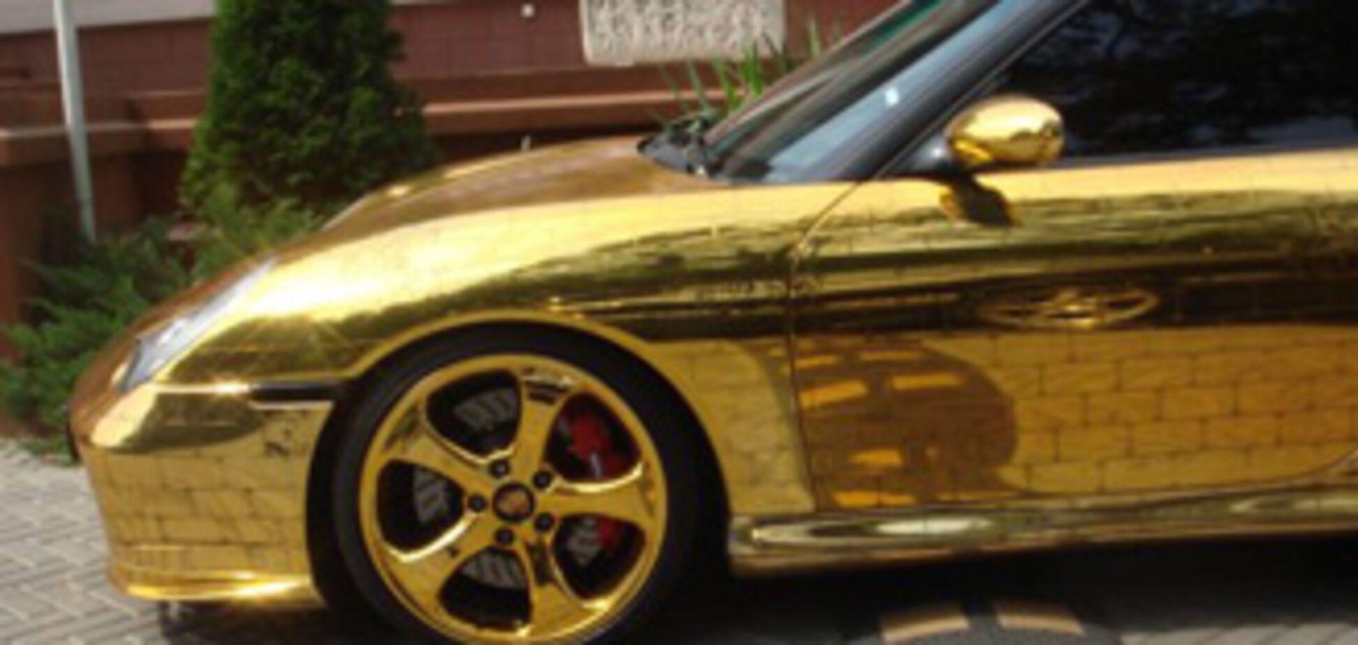 Викрадено єдиний в Москві 'золотий' 'Порше'