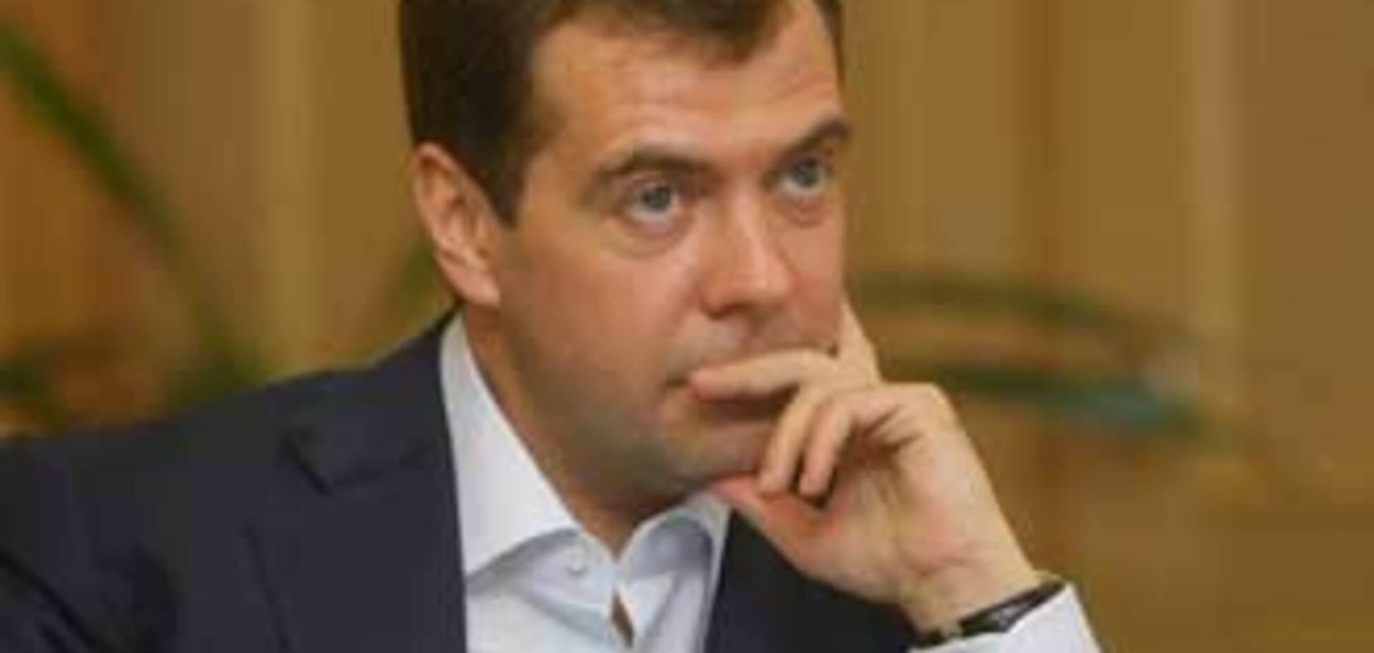 За рік Медведєв заробив 125 тисяч доларів