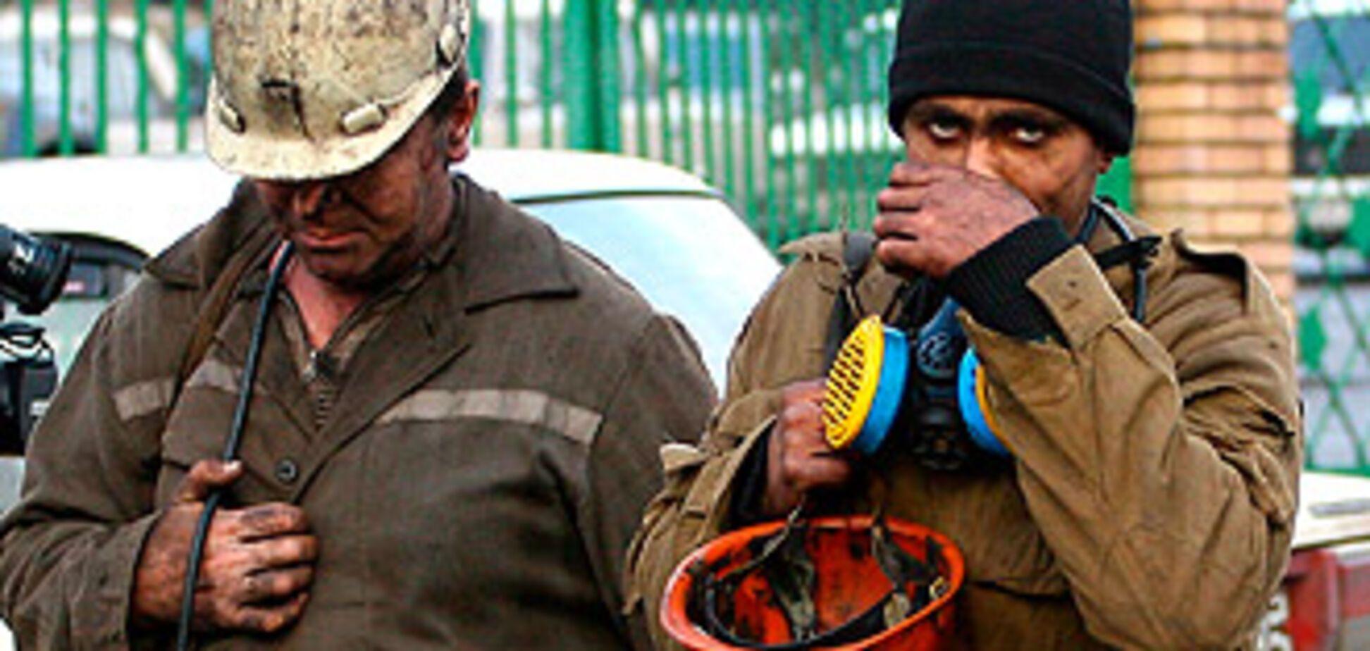 Под завалом в шахте оказались девять украинских горняков