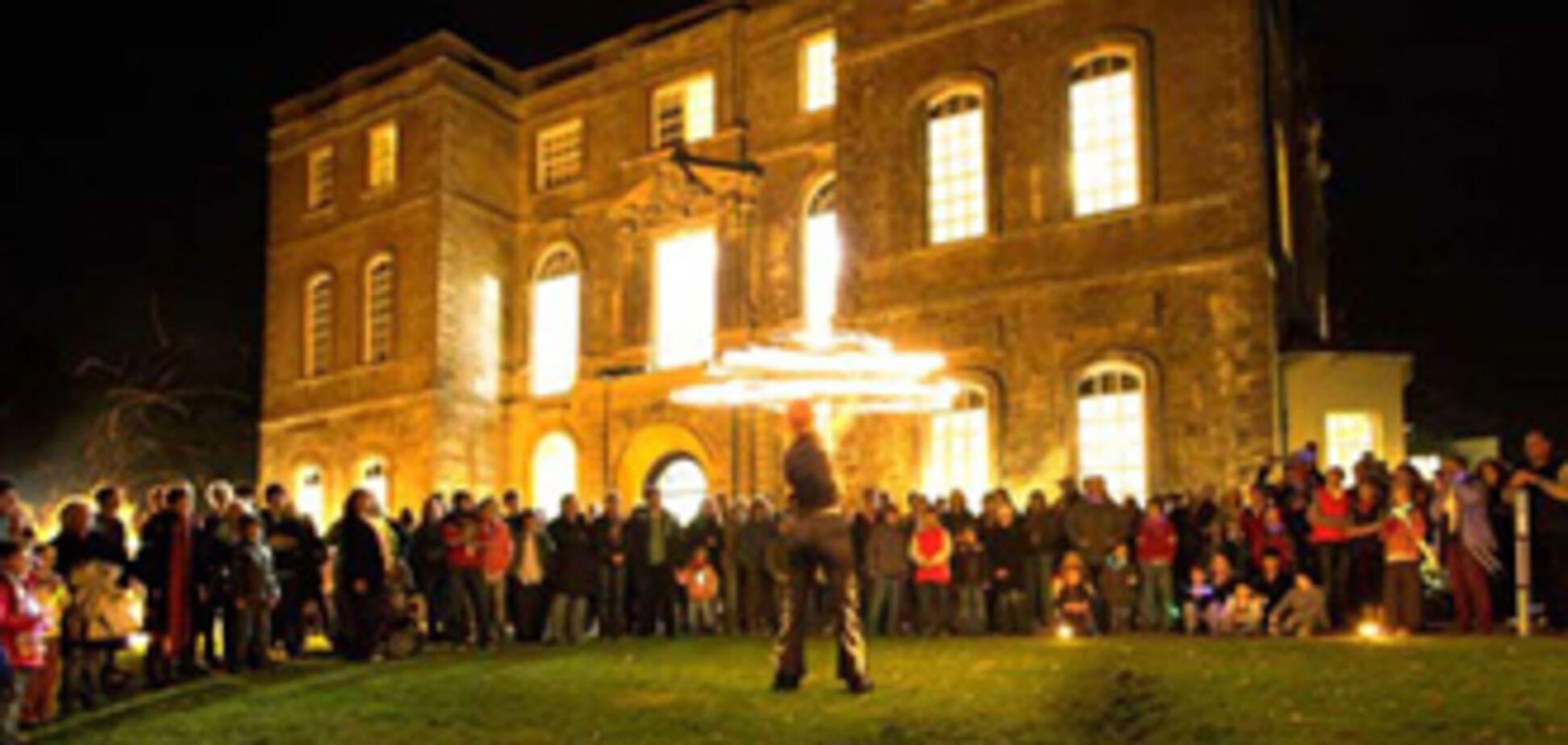 350 свінгерів влаштували оргію в Halswell House