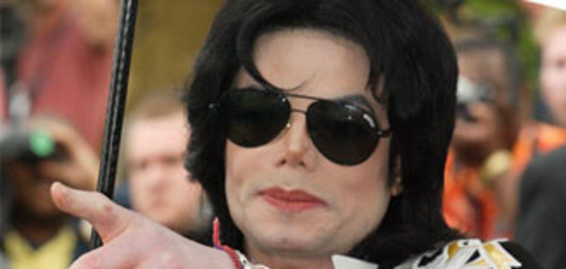Похороны Джексона вновь откладываются