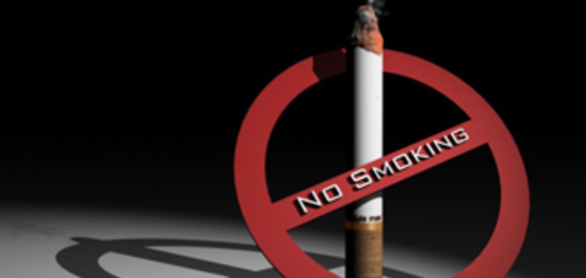 Ющенко заборонив курити в таксі і поїздах