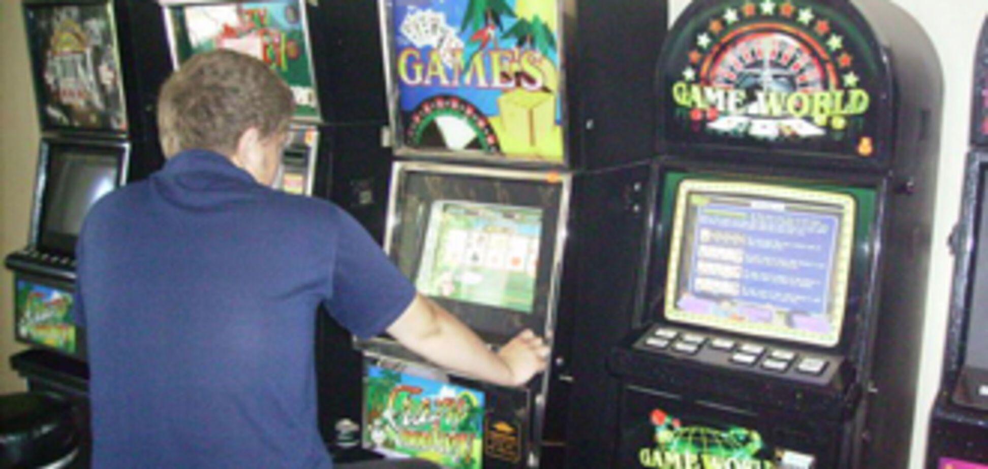 Зал игровых автоматов маскировался под салон красоты