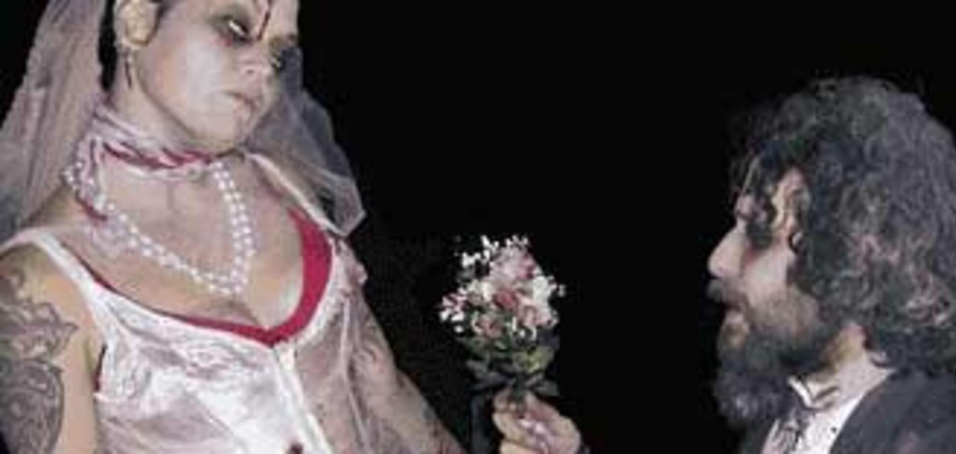 В Англії одружилася парочка зомбі
