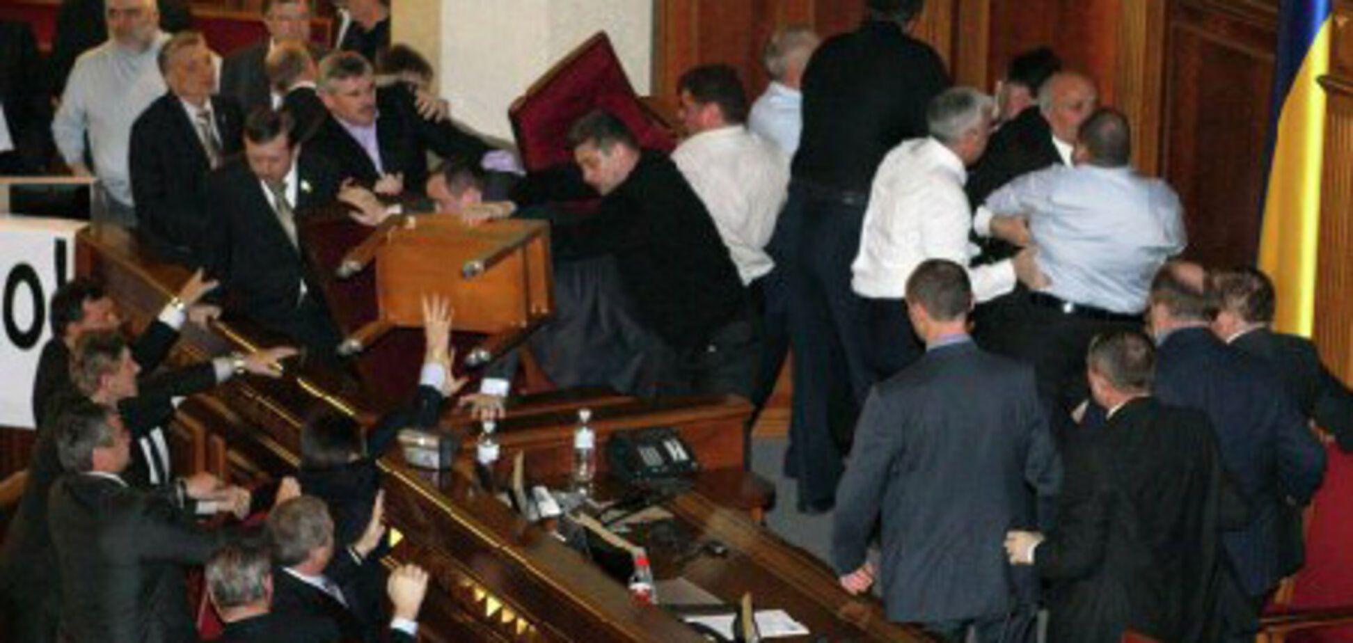 Бійка в парламенті - початок побиття Партії регіонів