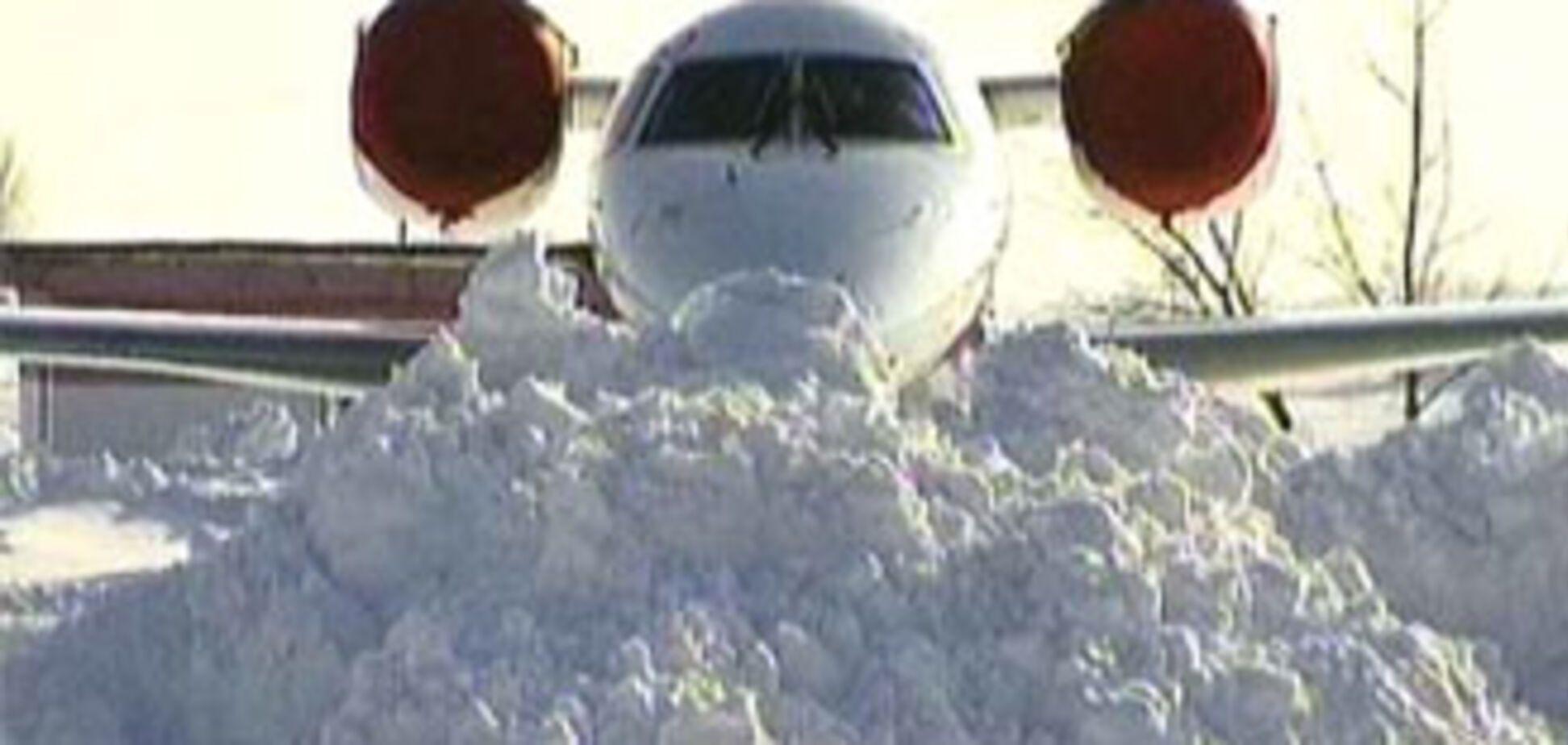 В Україні замело снігом два аеропорти