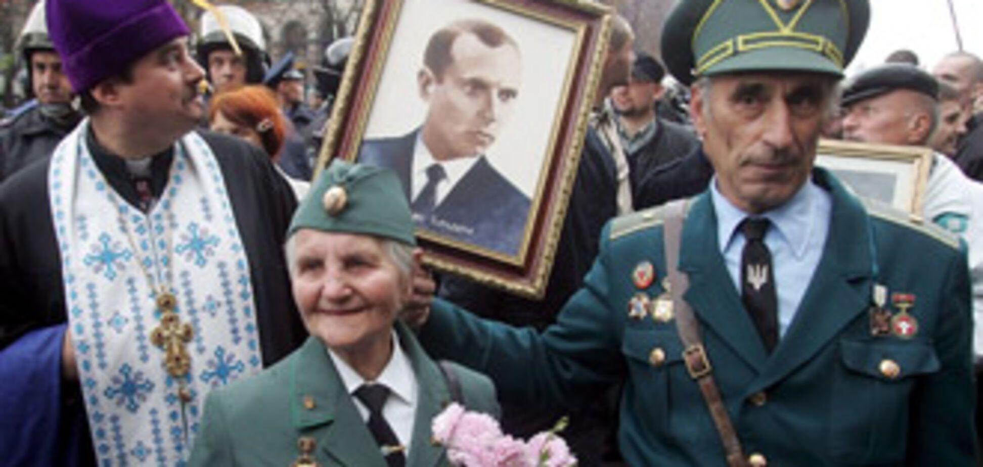 Янукович разберется с награждением Бандеры