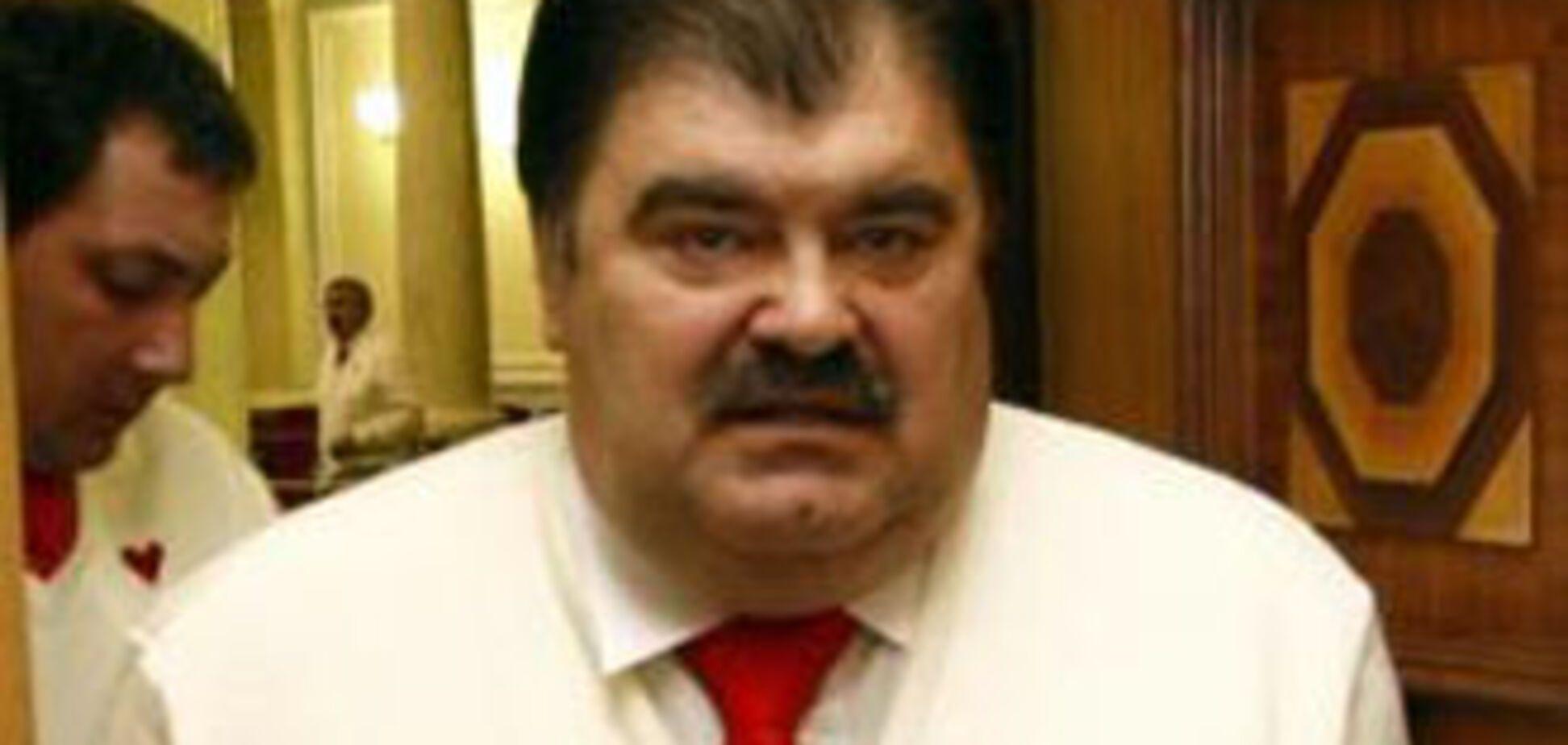 БЮТівець запустив документами в депутата від НУ-НС