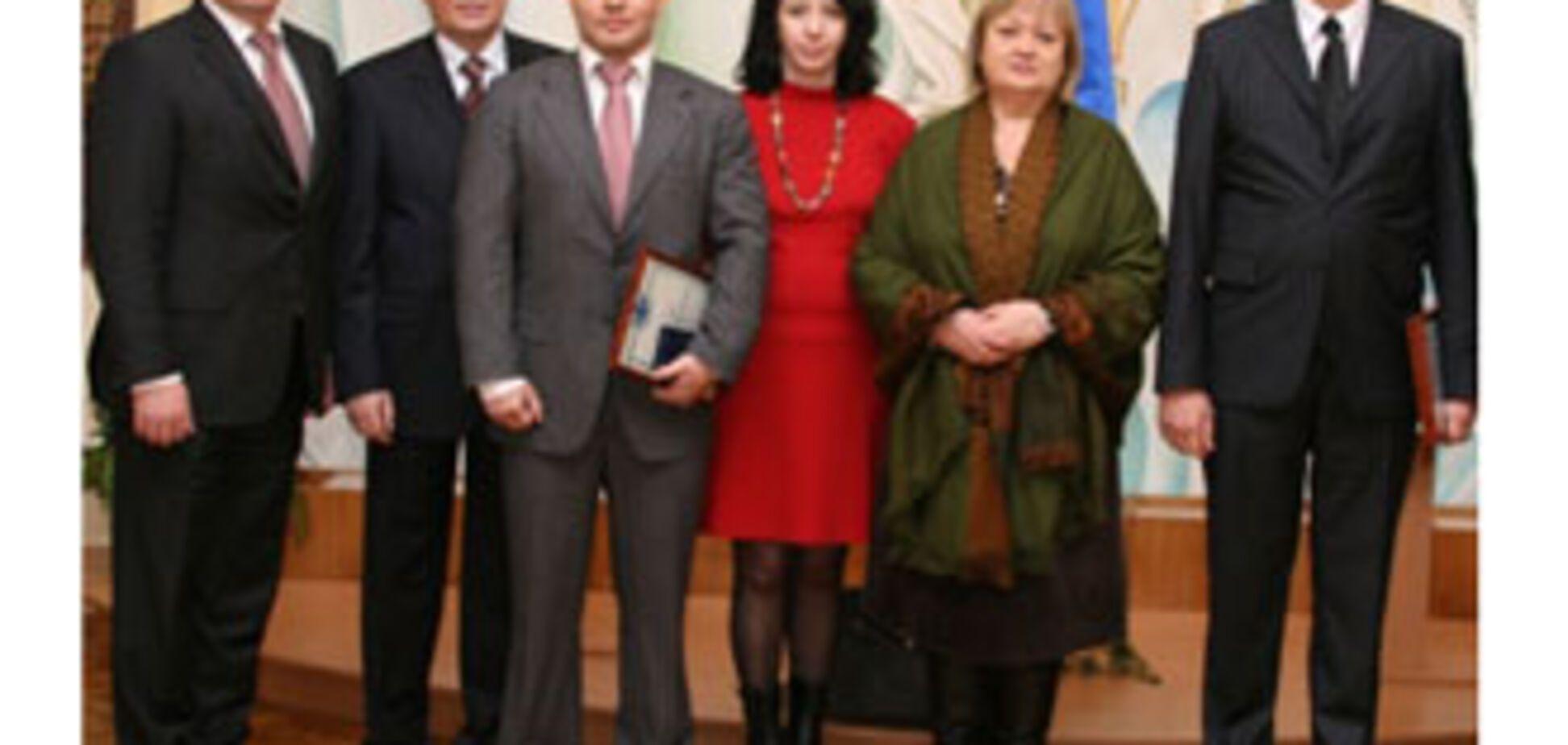 СБУ нагородила Вадима Кісіля за допомогу дітям