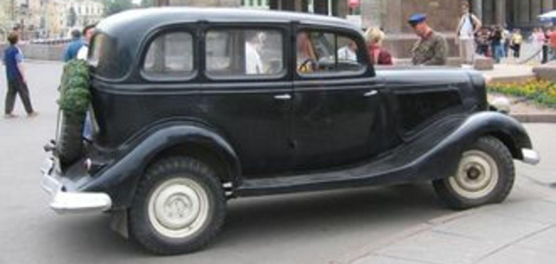 В Одесі згорів автомобіль, що перевозив зеків