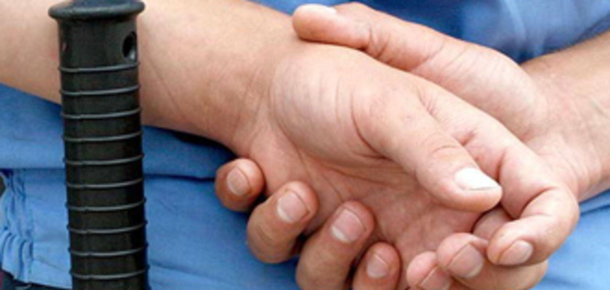 Донецкие милиционеры бросили умирать сбитого ими парня
