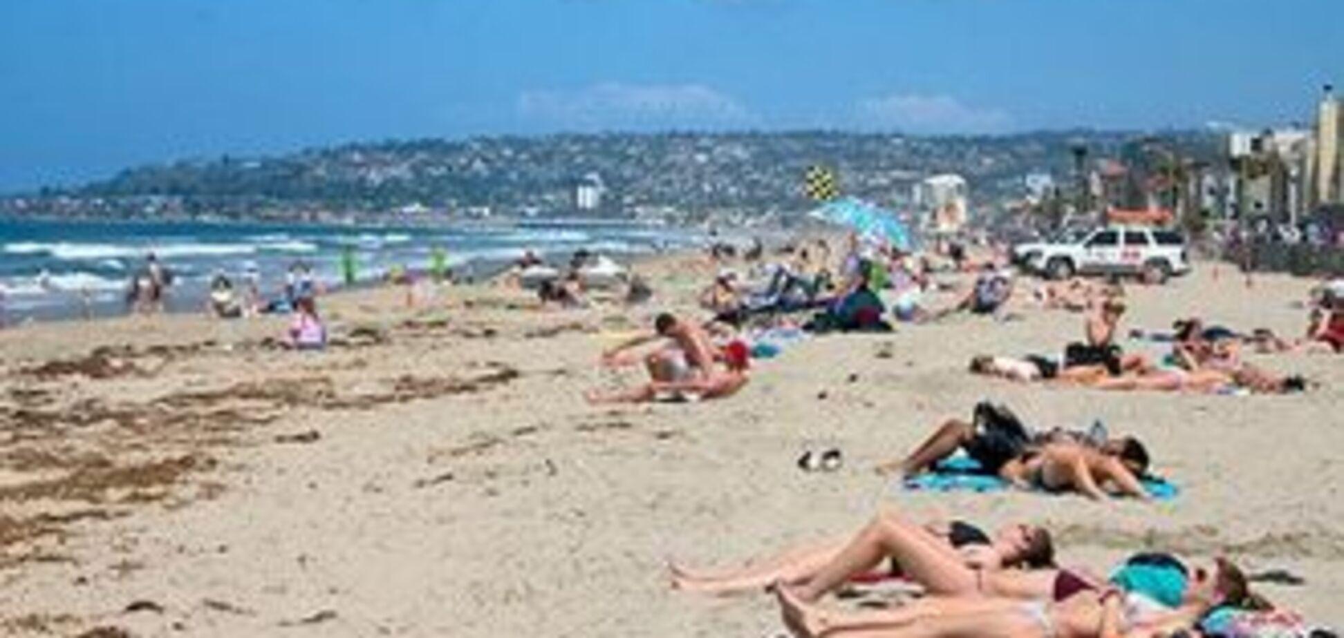 Гостей Криму закликають 'стукати' на платні пляжі